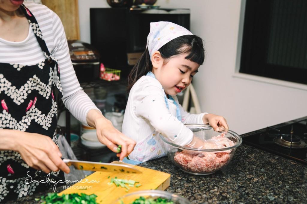 餃子作りの日常写真