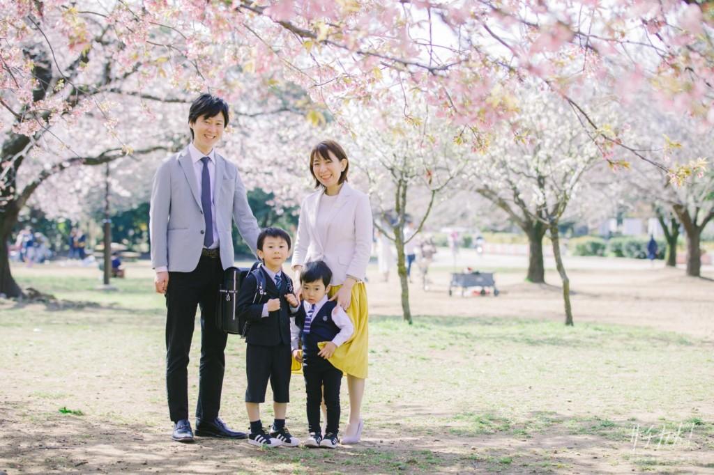 入学記念の家族写真
